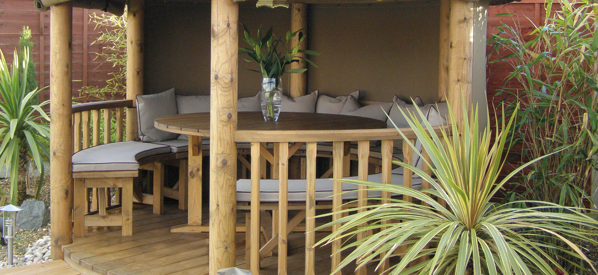 3 metre thatched gazebo close up of inside